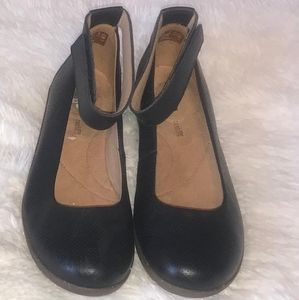 Clarks Leather Ankle Fastener Shoes NWOT